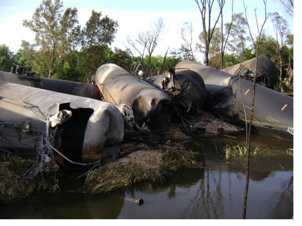 dot111 chemical car derailment rockford llinois 2009